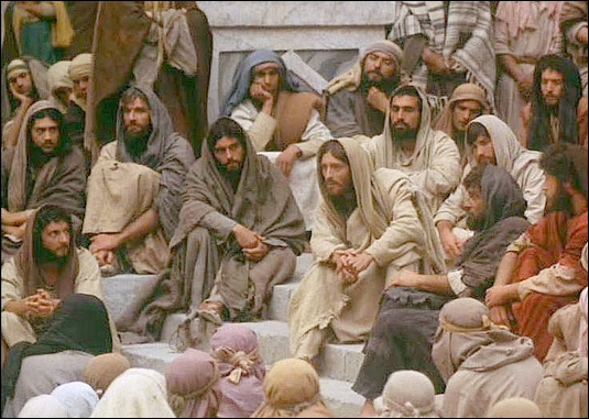 Christ teaching crowd